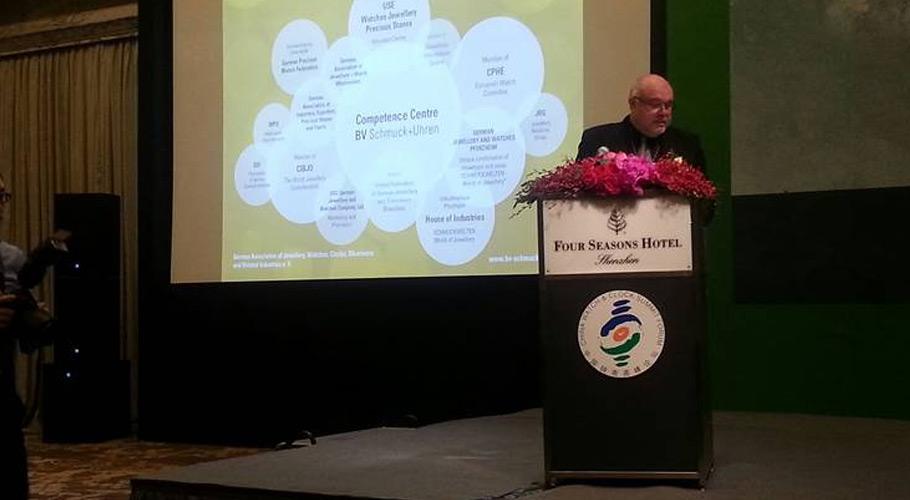 """Präsident Uwe Staib auf dem """"China Watch & Clock Summit Forum"""" in Shenzhen"""