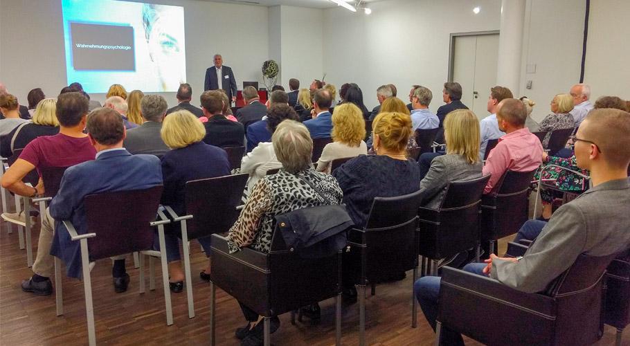Unterhaltsamer Abend mit Mehrwert: BV Schmuck und Uhren und der Creditoren-Verein Pforzheim werben für Sicherheit im (Geschäfts-) Alltag